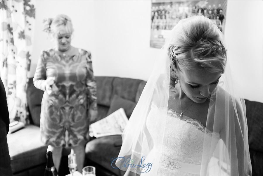 Hampton Court House Wedding Photography 010